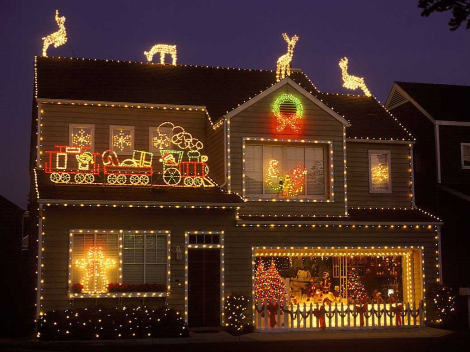 Christmas Rooftop Decorating Ideas  31 Exterior Christmas Decorating Ideas InspirationSeek