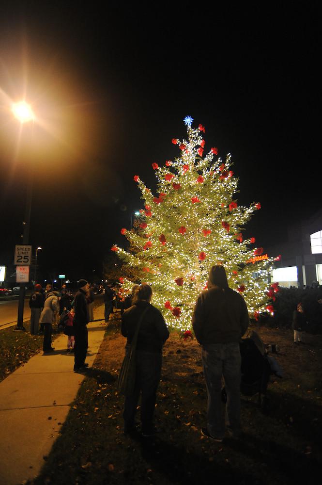 Christmas Tree Lighting 2019  Christmas Tree Lighting & Holiday Market Dec 6 2019