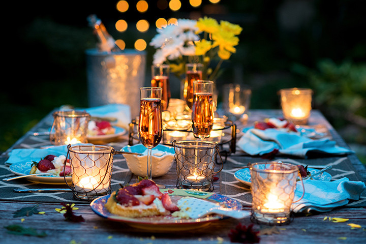 Couples Dinner Party Ideas  16 Romantic Candle Light Dinner Ideas That Will Impress