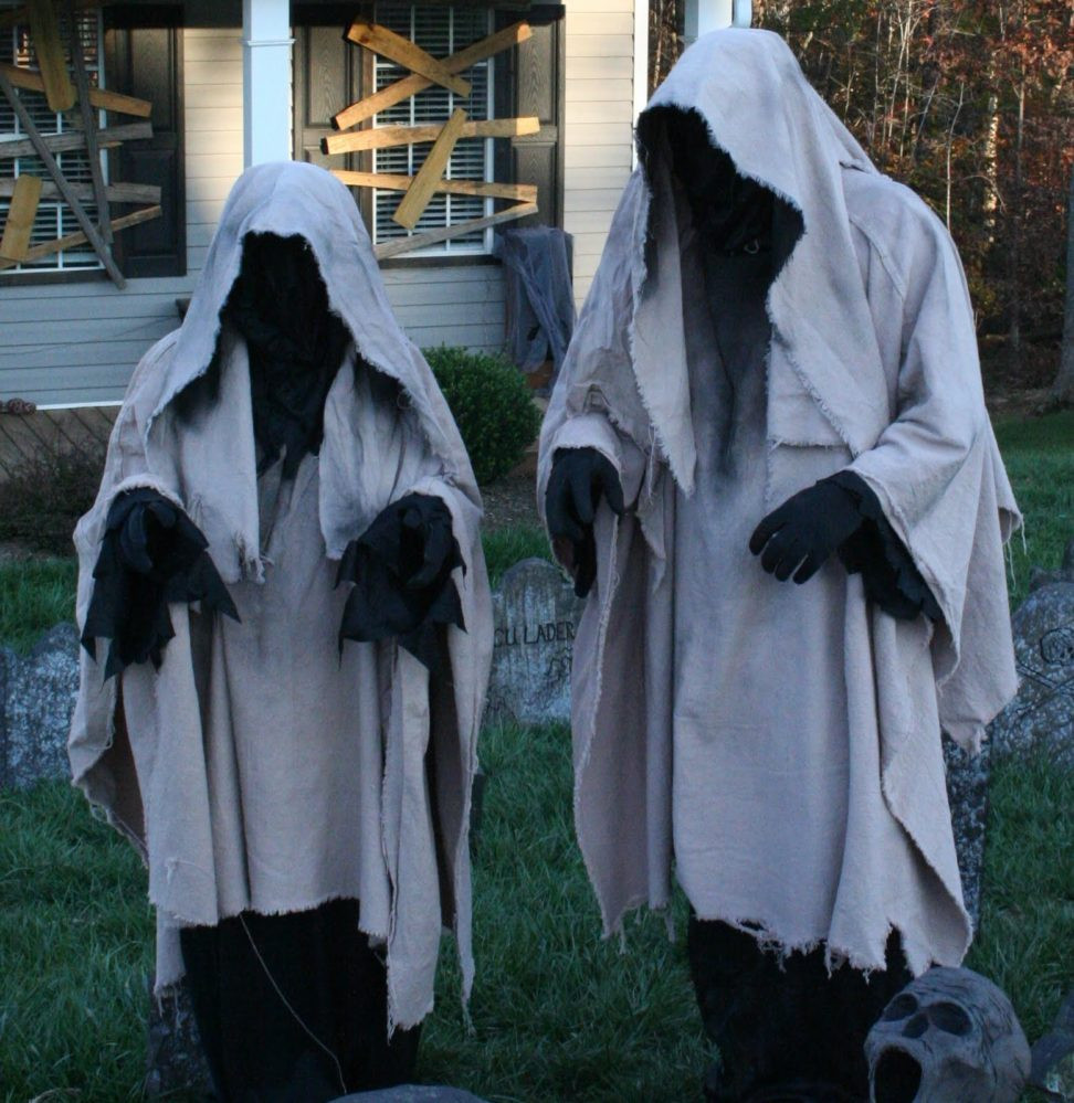 Creepy Outdoor Halloween Decorations  40 Funny & Scary Halloween Ghost Decorations Ideas