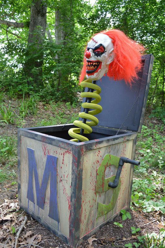 Creepy Outdoor Halloween Decorations  60 Awesome Outdoor Halloween Party Ideas DigsDigs