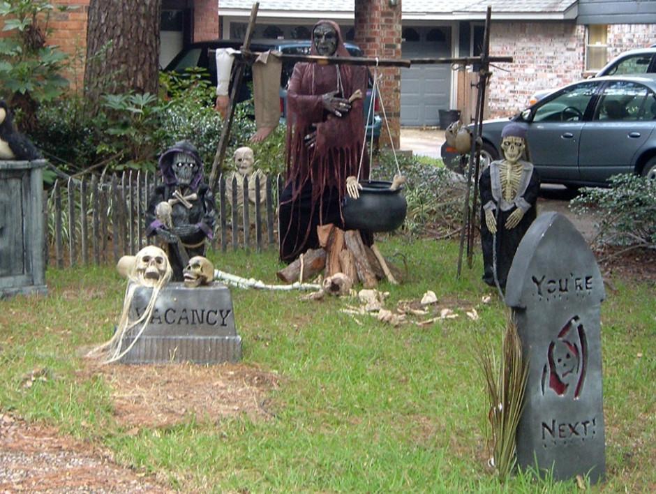 Creepy Outdoor Halloween Decorations  35 Best Ideas For Halloween Decorations Yard With 3 Easy Tips