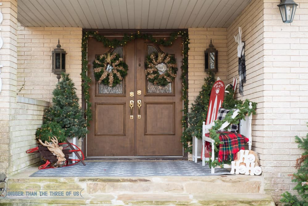 Decorate Front Porch For Christmas  Decorating Your Front Porch For Christmas Bigger Than