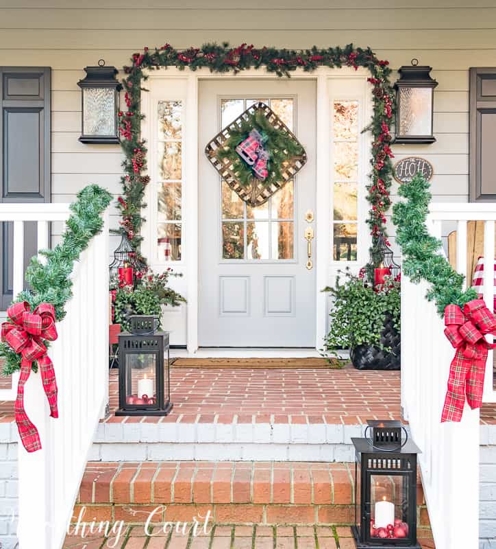 Decorate Front Porch For Christmas  13 Beautiful Christmas Front Doors