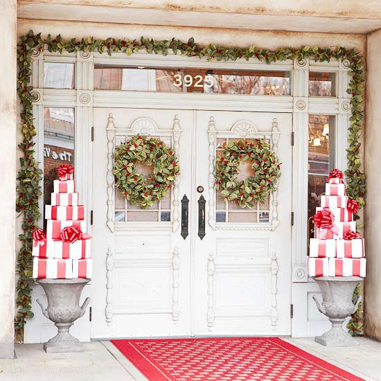 Decorate Front Porch For Christmas  30 AMAZING FRONT PORCH CHRISTMAS DECORATION IDEAS