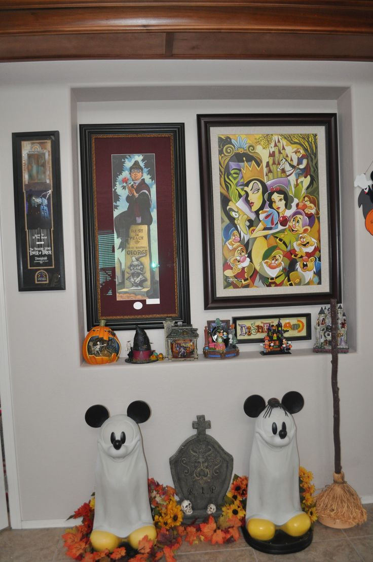 Disney Halloween Party Ideas  1000 ideas about Disney Halloween Decorations on