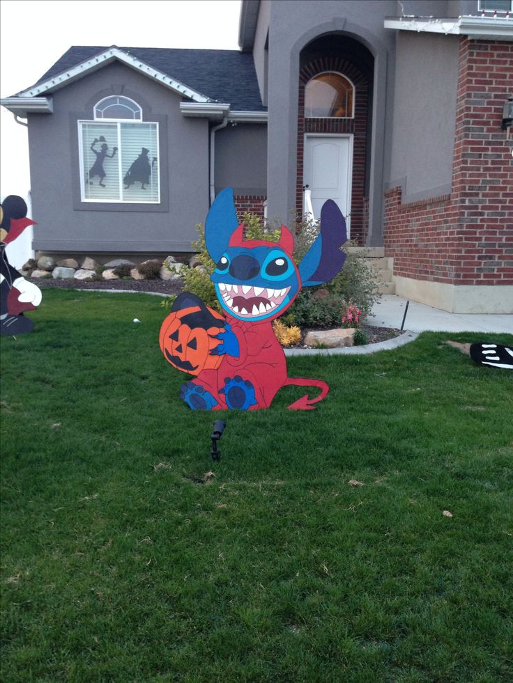 Disney Outdoor Christmas Decorations  1000 images about Disney Yard Art on Pinterest