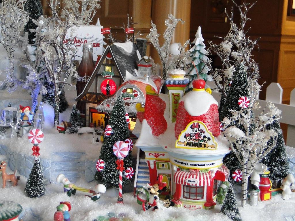Disney Outdoor Christmas Decorations  25 Disney Christmas Decorations Ideas For 2016