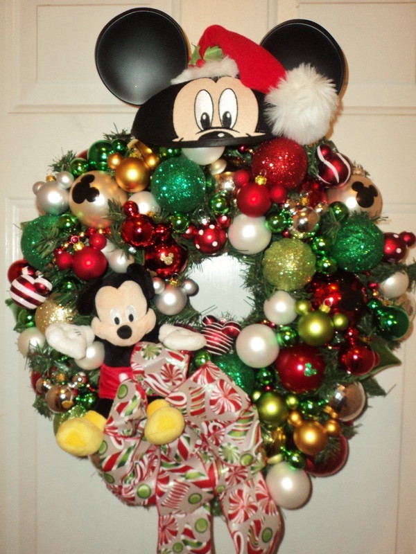 Disney Outdoor Christmas Decorations  129 best Disney Christmas Decorations images on Pinterest
