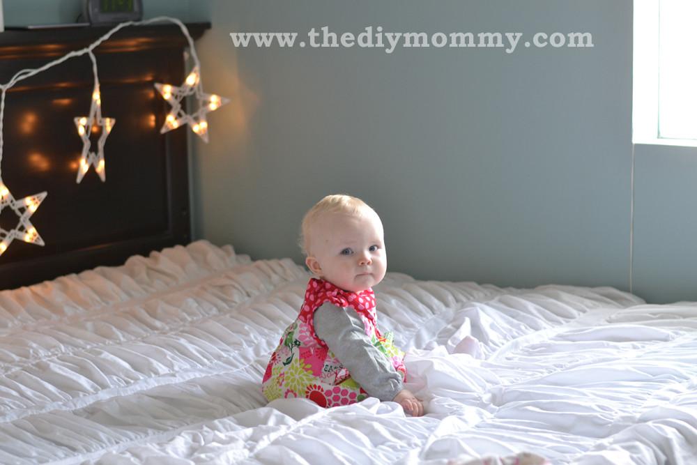 DIY Christmas Photography Backdrops  Make DIY Christmas Backdrops with Twinkle Lights