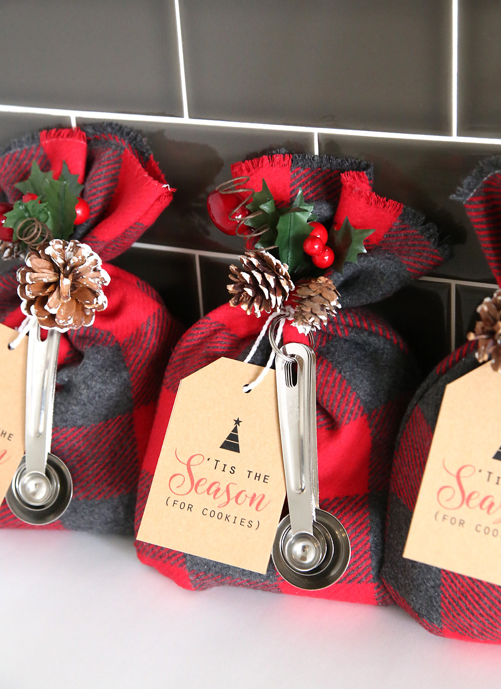 DIY Easy Christmas Gifts  cookie mix t sack
