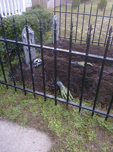 Diy Halloween Fence  40 best images about Halloween Fence on Pinterest