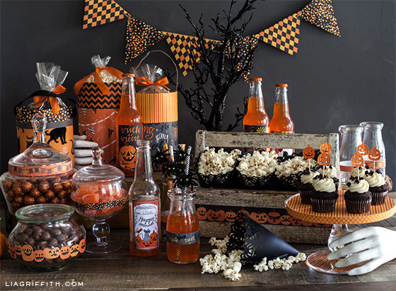 Diy Halloween Party Ideas  DIY Halloween Goody Bag and Easy Party Decorations