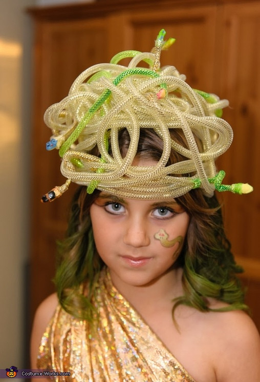DIY Medusa Costume  Child s DIY Medusa Costume 3 5