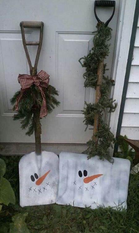 DIY Outdoor Christmas Decorating Ideas  Diy Christmas outdoor decorations ideas Little Piece Me