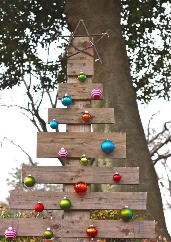 DIY Outdoor Christmas Decorations  DIY Outdoor Christmas Decorating