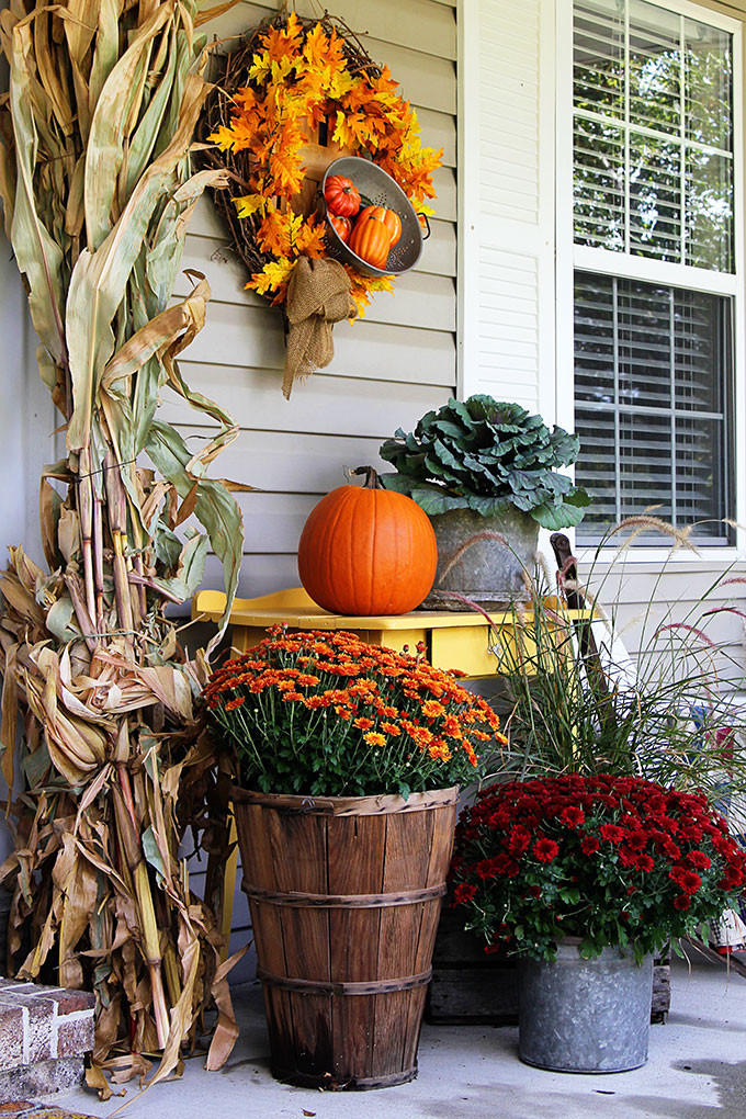 Diy Outdoor Fall Decor  30 Beautiful Rustic Decorations For Fall That Are Easy To