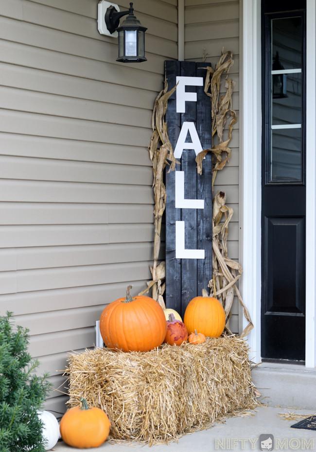 Diy Outdoor Fall Decor  5 Easy Fall Porch Decorations DIY Fall Porch Sign