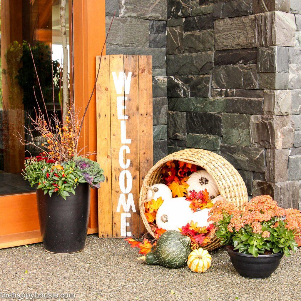 Diy Outdoor Fall Decor  Easy DIY Fall Front Porch Decor