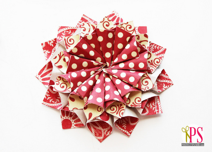 Flower Christmas Ornaments  Rolled paper christmas ornaments