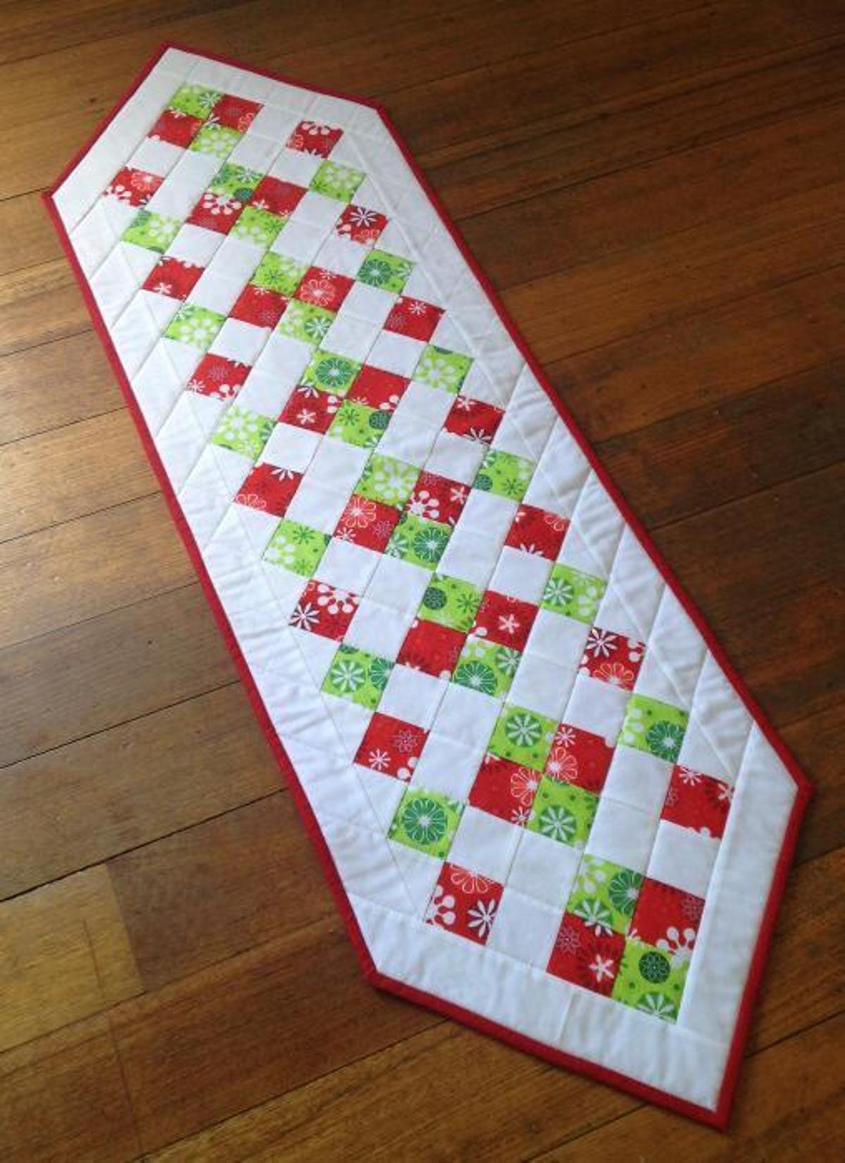 Free Christmas Table Runner Patterns  Easy Christmas Table Runner