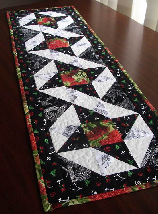 Free Christmas Table Runner Patterns  table runner NEW 35 QUILTED TABLE RUNNER CHRISTMAS FREE