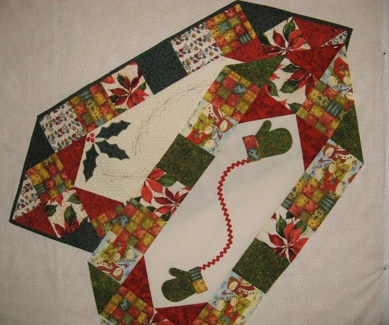 Free Christmas Table Runner Patterns  Two Christmas Table Runners