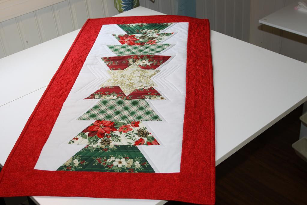 Free Christmas Table Runner Patterns  You have to see Christmas Table Runner by Joanly