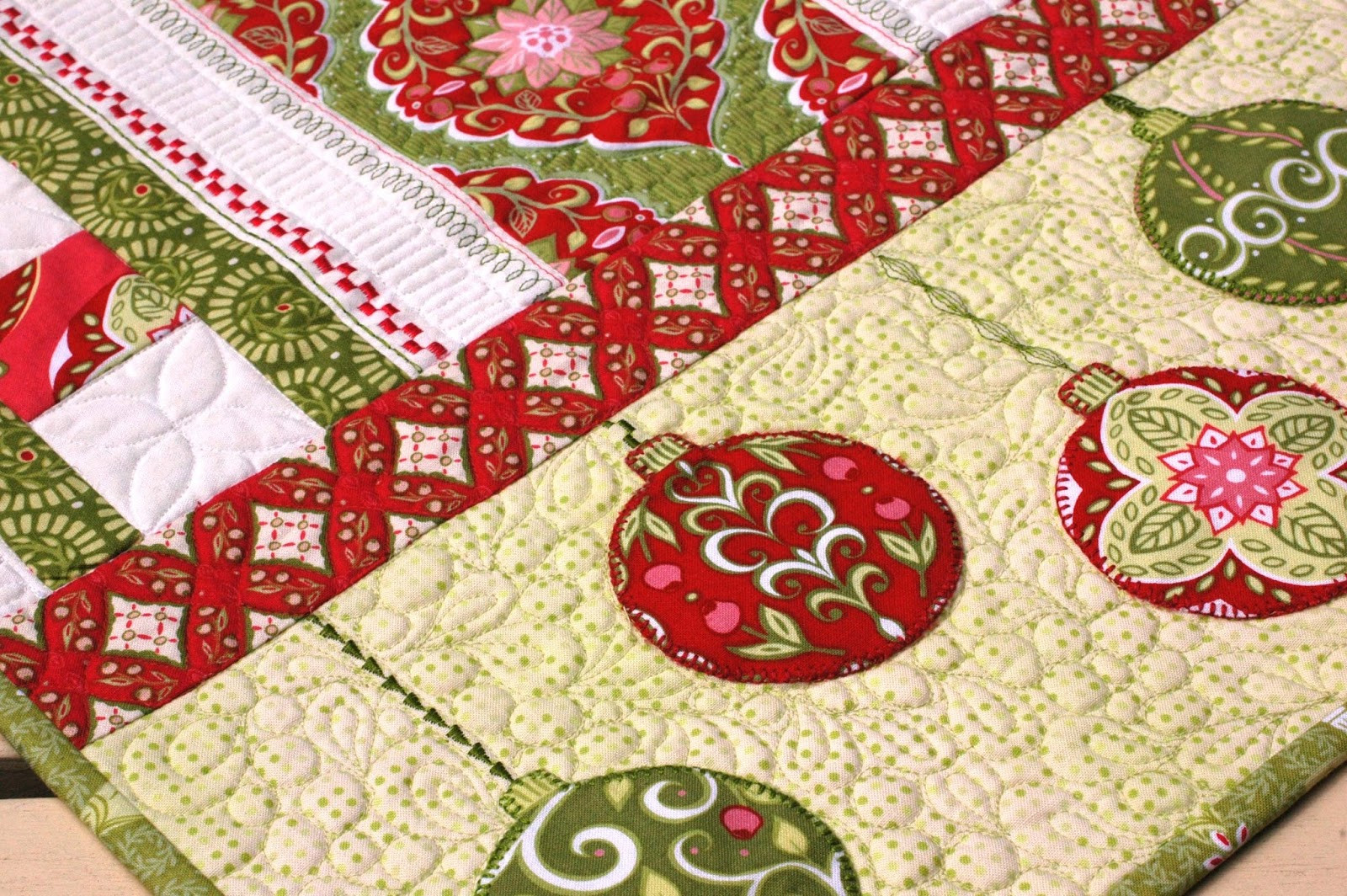 Free Christmas Table Runner Patterns  Amanda Murphy Design plimentary Holiday Bouquet Table