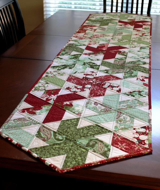 Free Christmas Table Runner Patterns  table runner NEW 528 FREE XMAS TABLE RUNNER PATTERNS