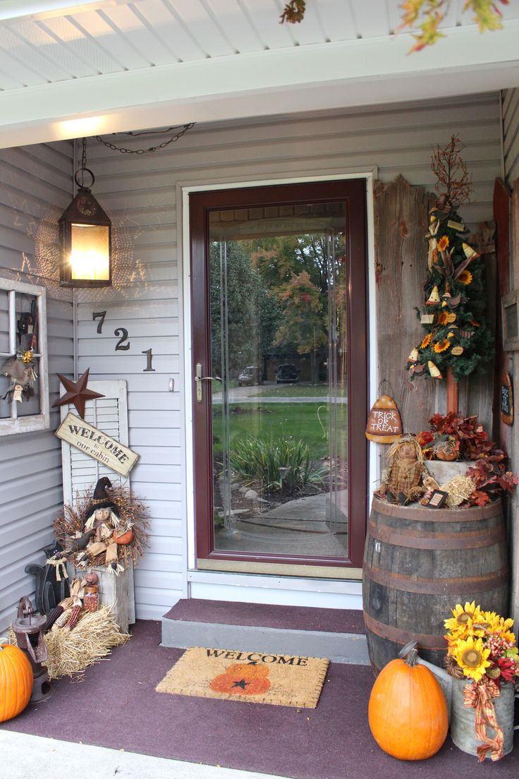 Front Porch Fall Decorating Pictures  25 best ideas about Primitive fall decorating on