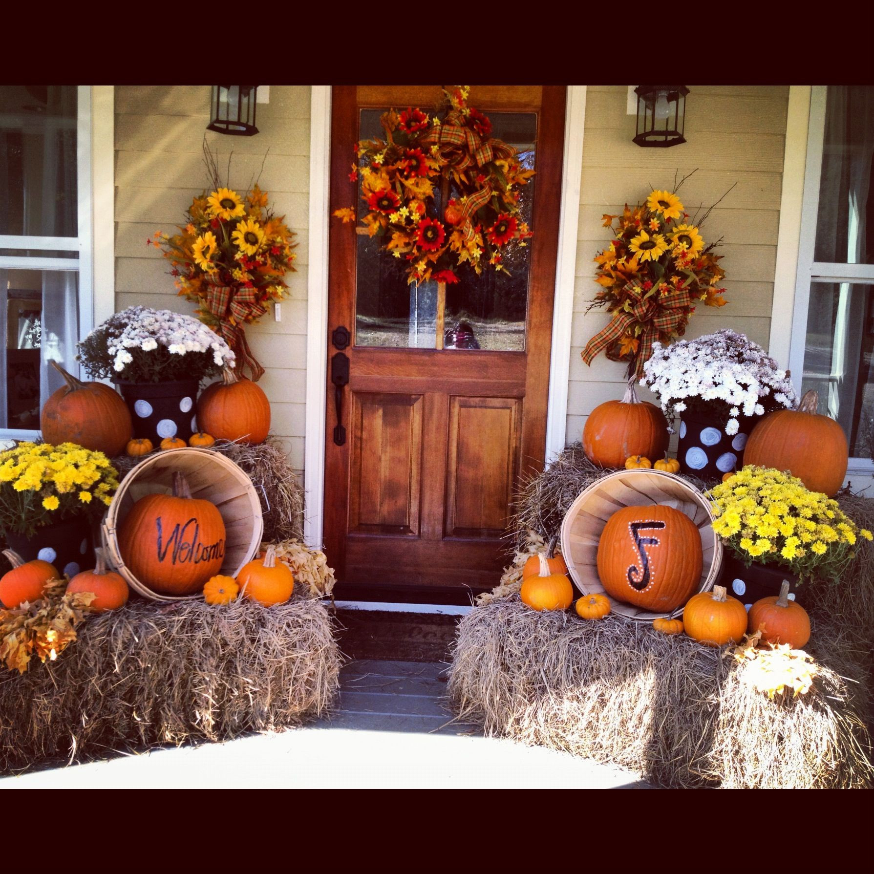Front Porch Fall Decorating Pictures  Love the decorations but really love the front door