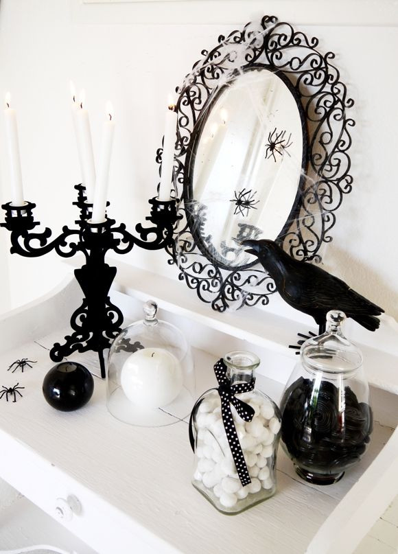 Halloween Bathroom Decor  Best 25 Black white halloween ideas on Pinterest