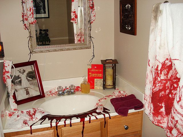 Halloween Bathroom Decor  203 best Halloween Bathroom Decor images on Pinterest