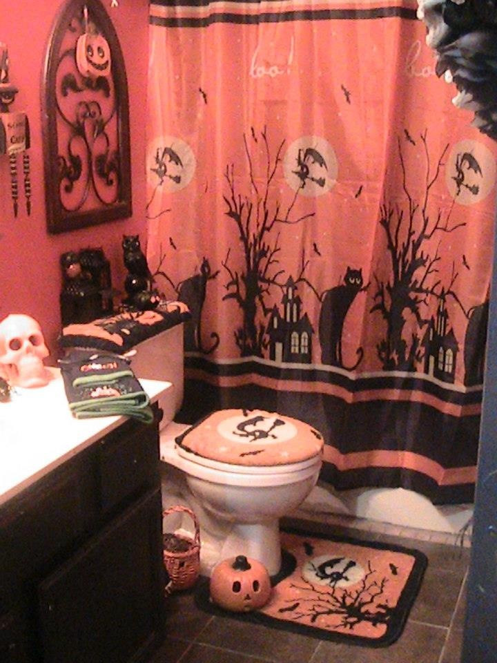 Halloween Bathroom Decor  584 best images about Halloween Decorating on Pinterest