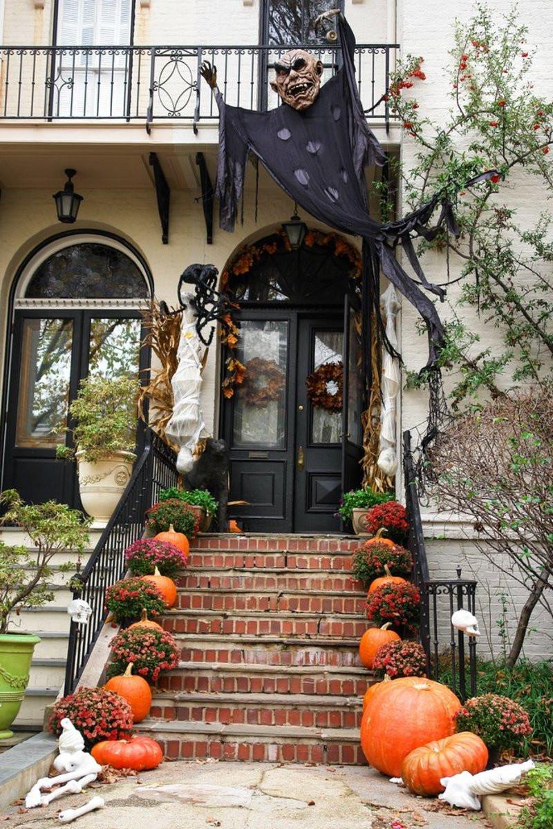 Halloween Decoration Outdoor  9 Legitimately Spooky DIY Halloween Outdoor Decorations