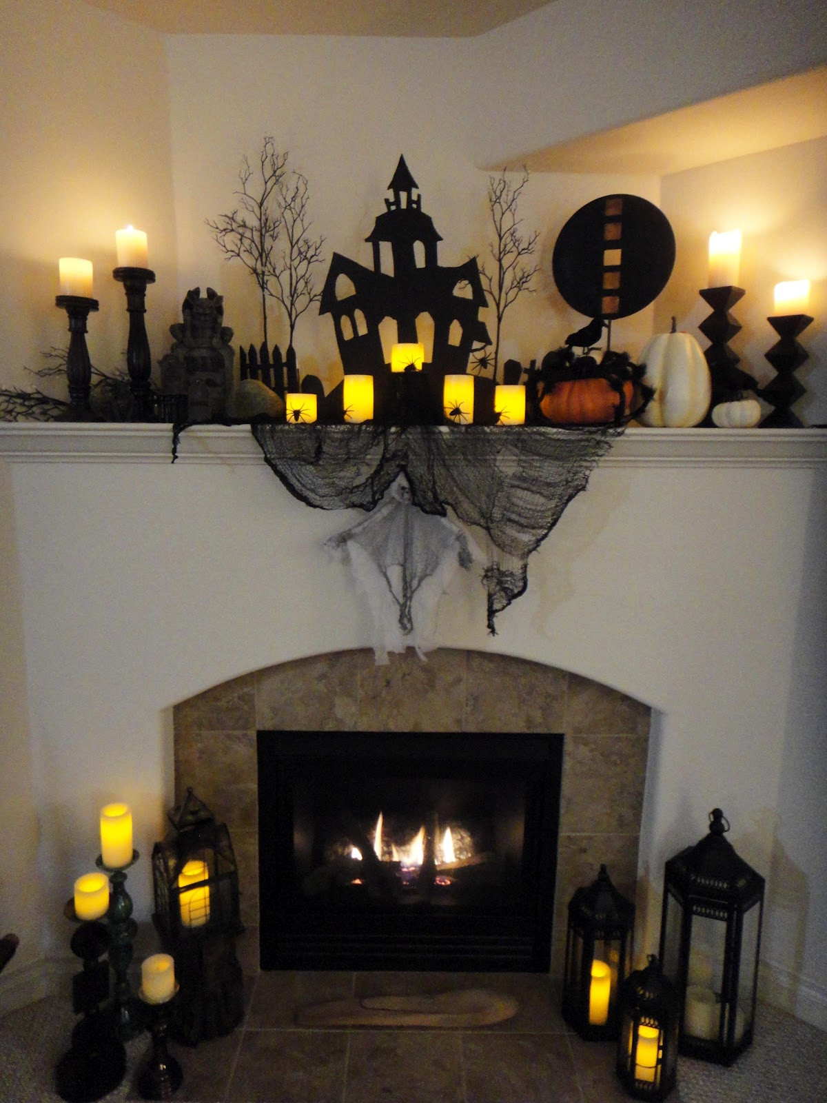 Halloween Fireplace Decorations  Worth Pinning Spooky Halloween Mantel