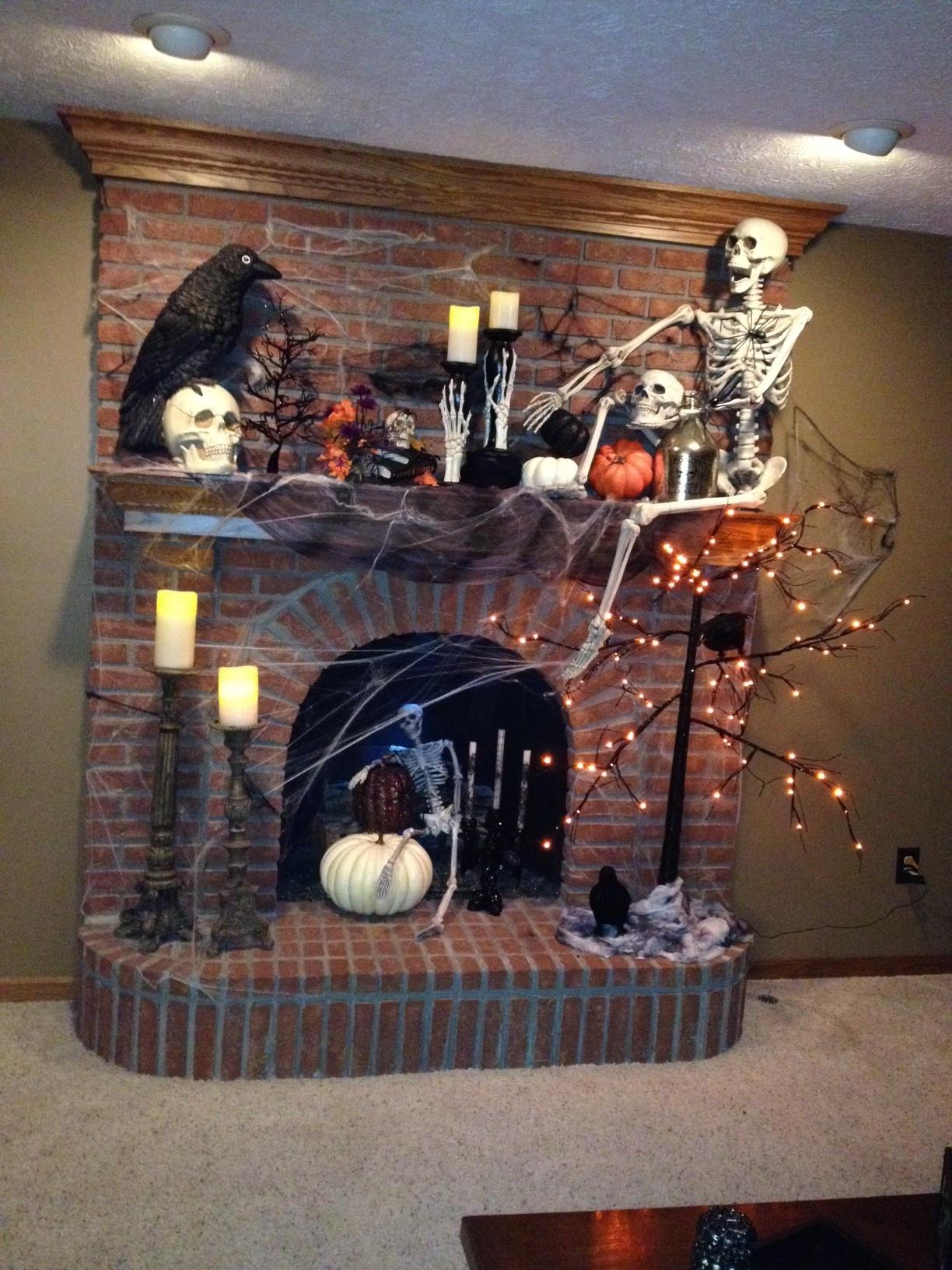 Halloween Fireplace Decorations  1000 ideas about Halloween Fireplace on Pinterest