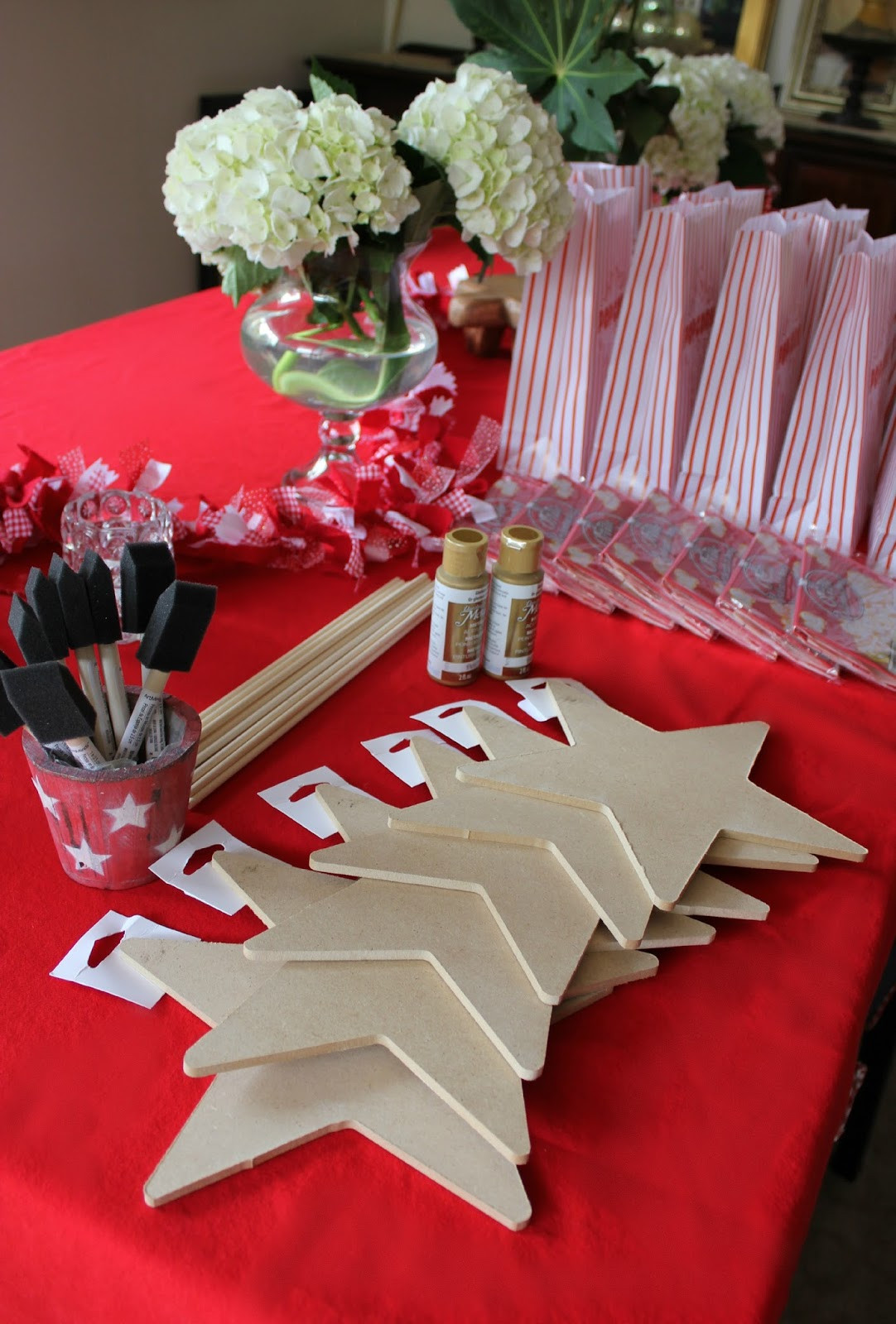 Hollywood Birthday Party Ideas  Simply Santa Barbara Movie Night Themed Slumber Party