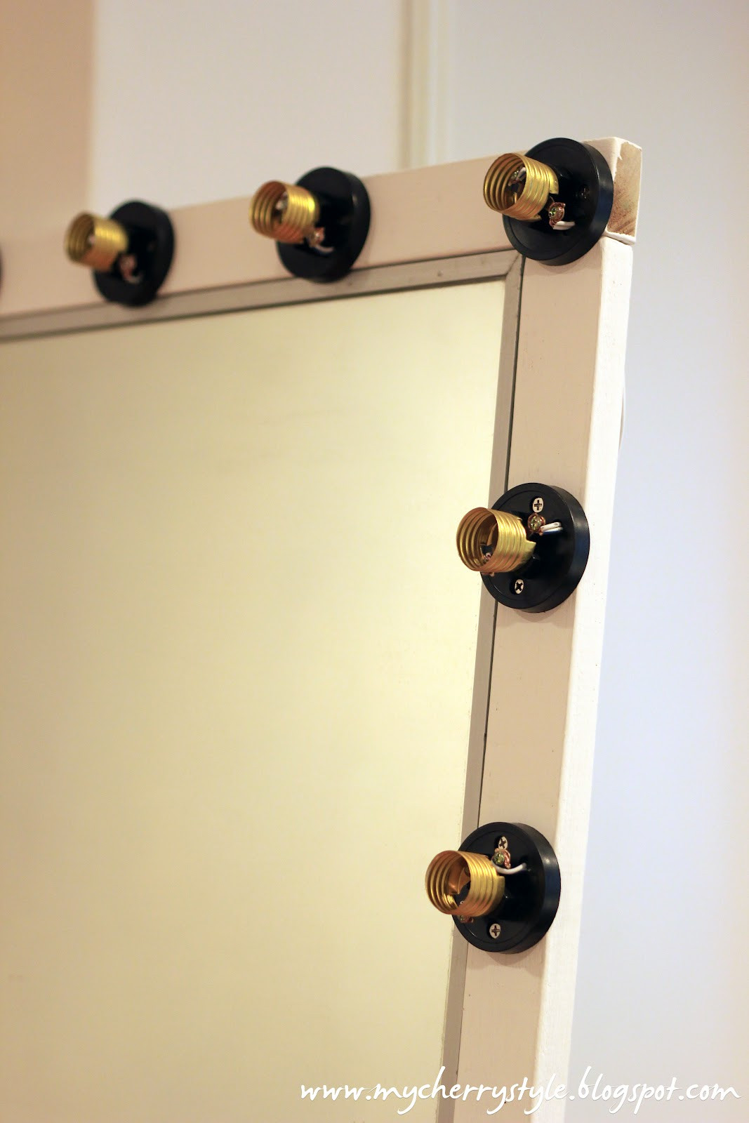 Hollywood Vanity Mirror DIY  DIY Hollywood style mirror with lights Tutorial from