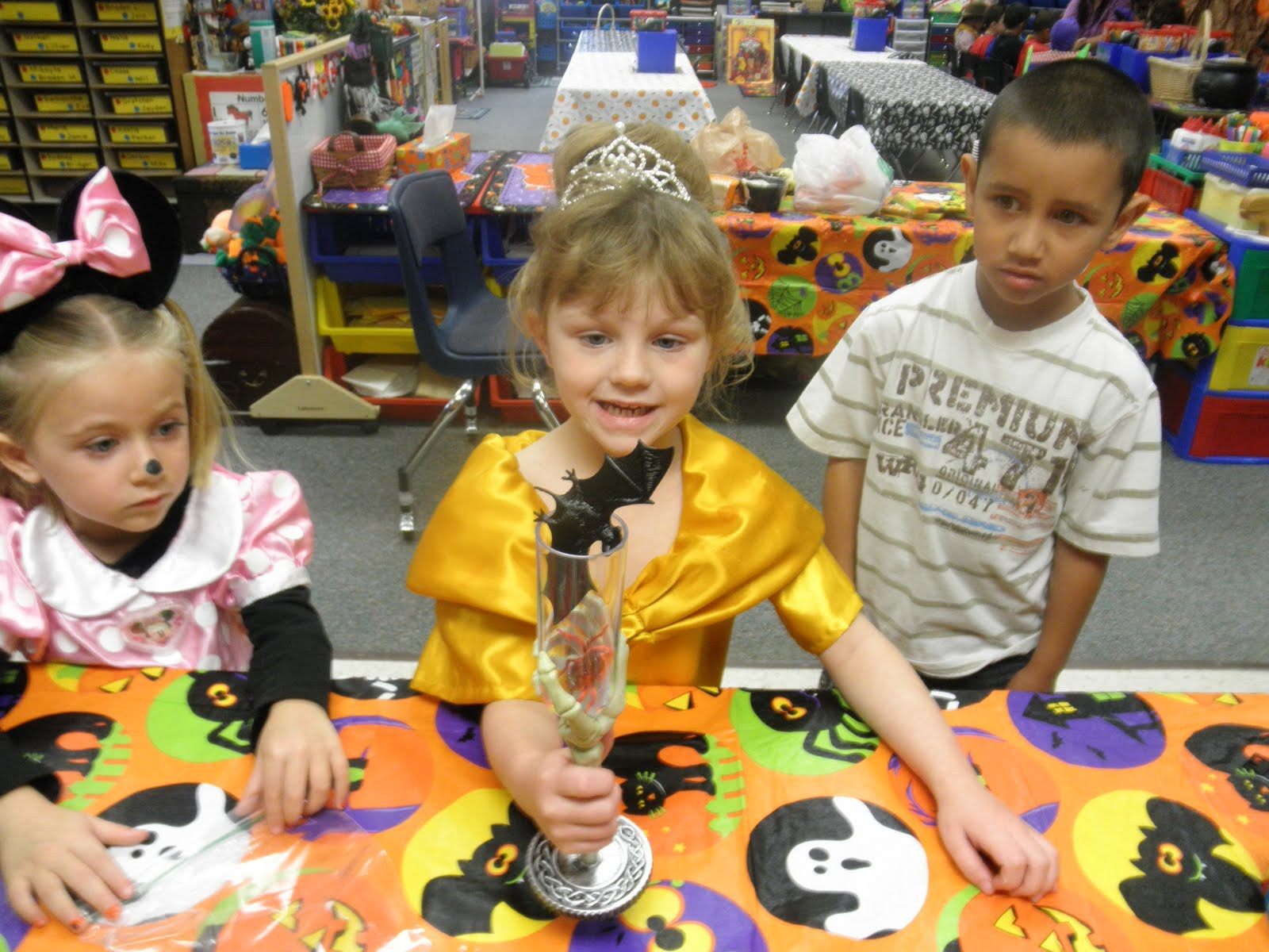 Kindergarten Halloween Party Ideas  Having a Hoot at the Harris Household KiNdErGaRtEn