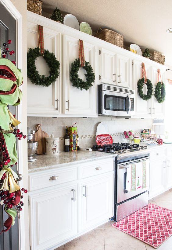 Kitchen Cabinet Christmas Decorating Ideas  21 Impressive Christmas Kitchen Decor Ideas Feed Inspiration