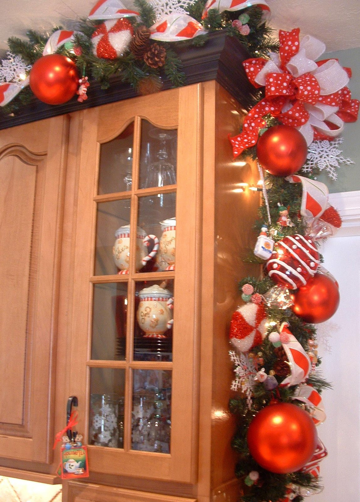 Kitchen Cabinet Christmas Decorating Ideas  house of decor Christmas Décor for the Kitchen