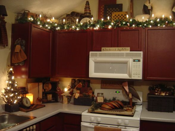 Kitchen Cabinet Christmas Decorating Ideas  Best 25 Christmas dining rooms ideas on Pinterest