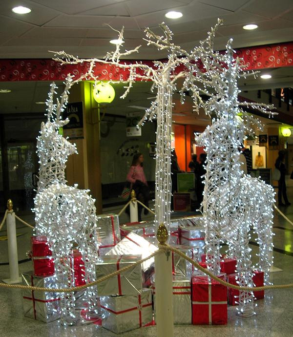 Lighted Christmas Decorations Indoor  Fantastic Ideas for Using Rope Lights for Christmas
