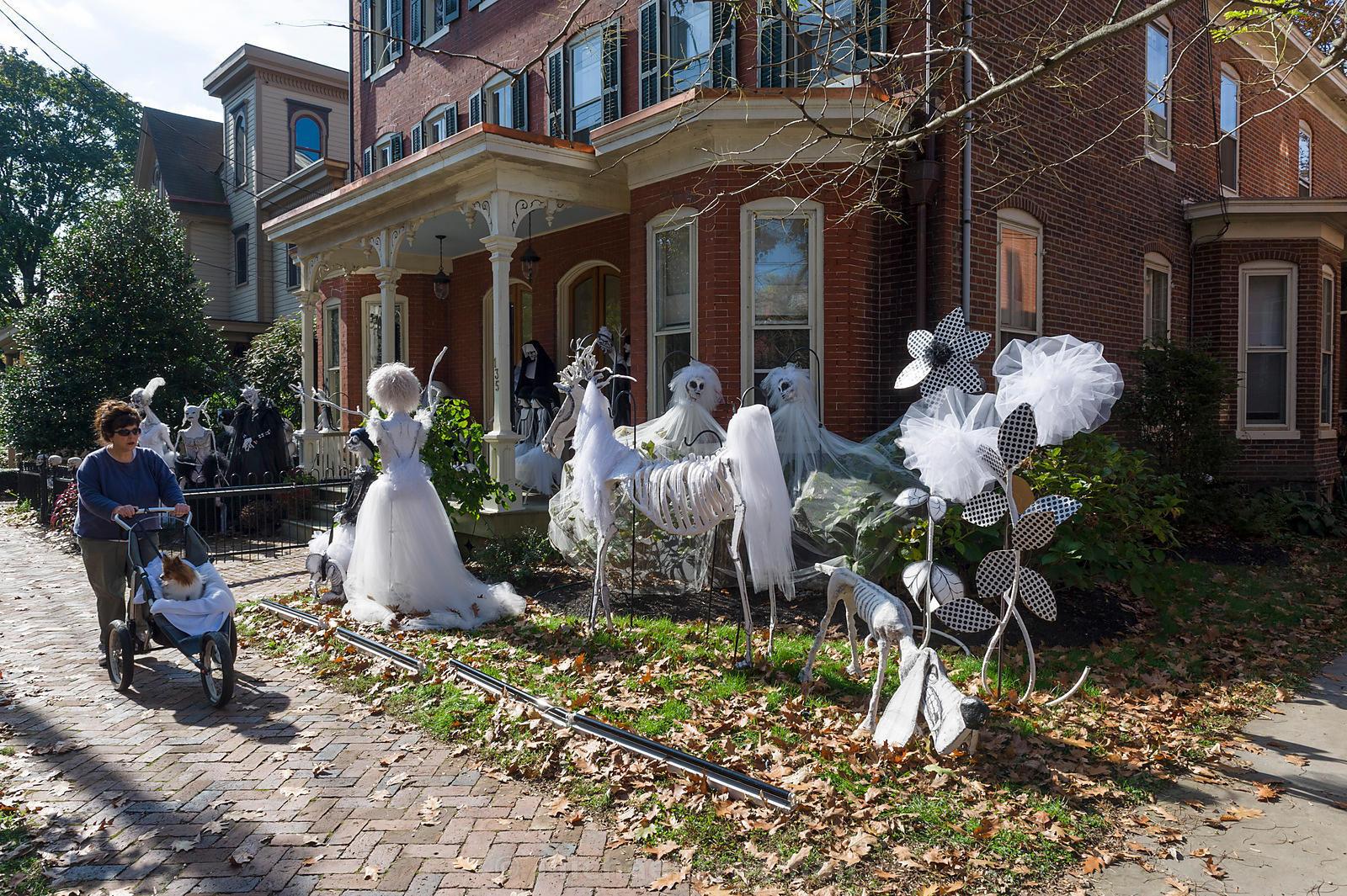 Outdoor Halloween Decorations On Sale  plete List of Halloween Decorations Ideas In Your Home