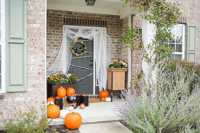 Outdoor Halloween Decorations On Sale  Easy Outdoor Halloween Decorations for your Porch