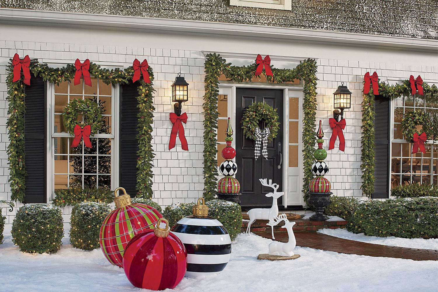 Porch Christmas Decorations  Christmas Porch Decorations 15 Holly Jolly Looks