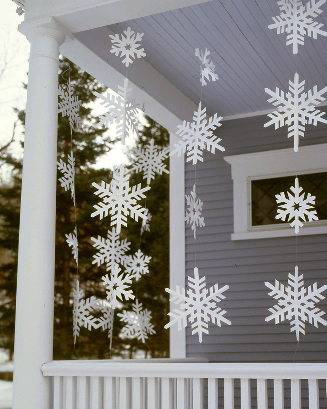 Porch Decor For Christmas  20 DIY Outdoor Christmas Decorations To Start This Weekend
