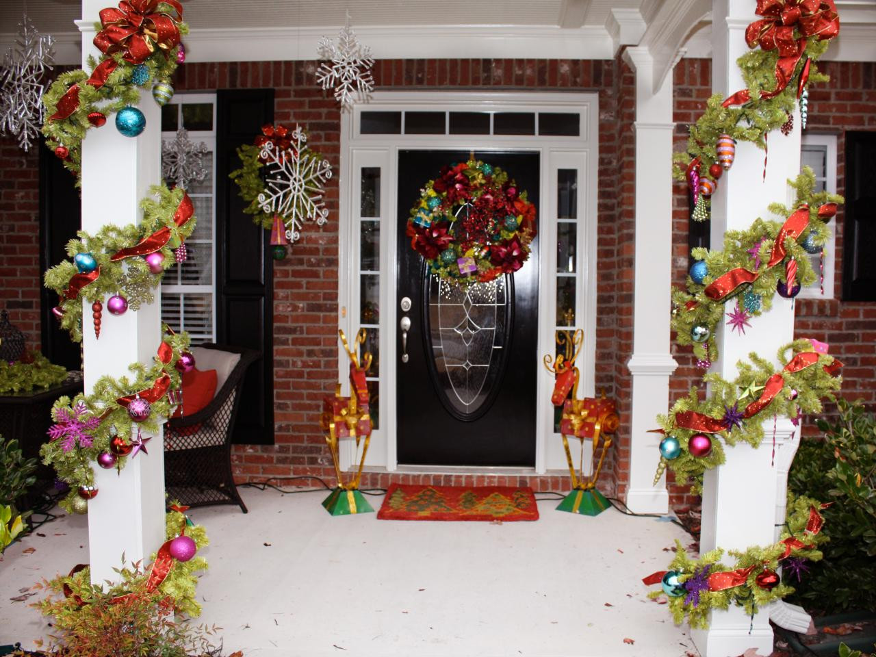 Porch Decor For Christmas  Awesome Enrtry Way With Front Porch Christmas Decorations